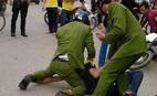 10 thanh niên tấn công cảnh sát, giải cứu bạn