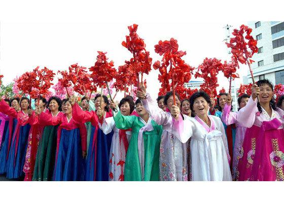 Triều Tiên rợp cờ hoa mừng phóng tên lửa thành công
