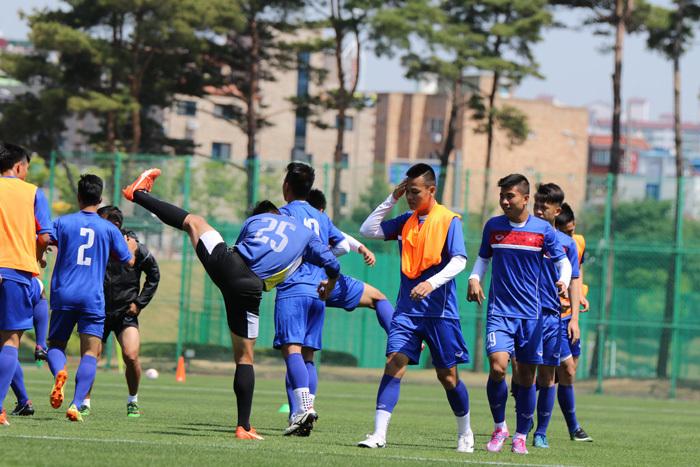 U20 Việt Nam tập như lên đồng chờ đấu U20 New Zealand
