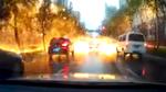 Sét đánh kinh hoàng, trút mưa tia lửa xuống đường