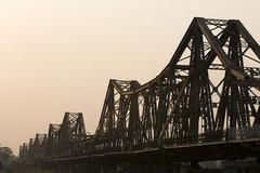 Hà Nội cấm đường để sửa mặt cầu Long Biên