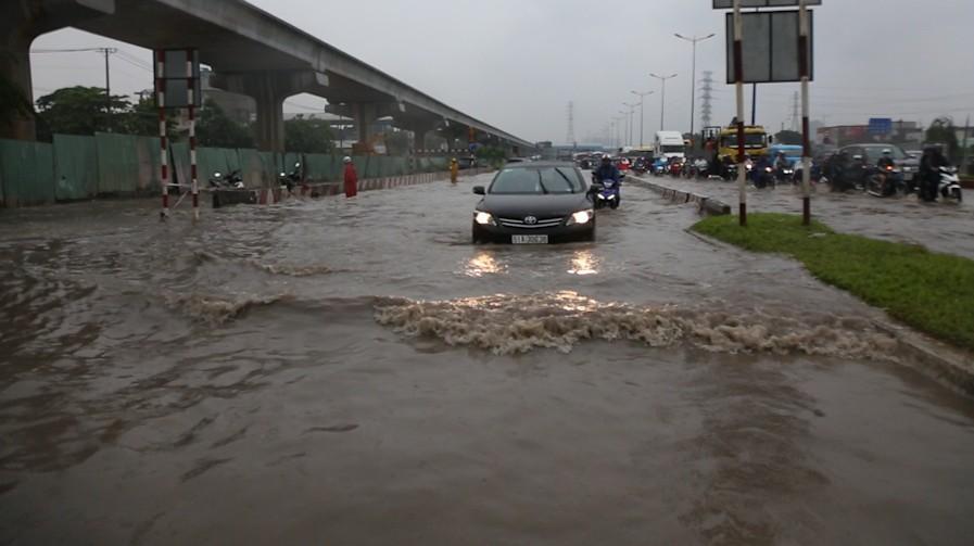 mưa ngập, sài gòn ngập, ùn tắc giao thông, thủ đức