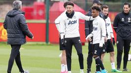 Mourinho gây sốc khi trình làng tài năng 16 tuổi ở MU