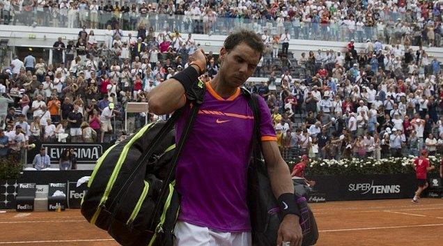 "Nadal bị ""đá bay"" khỏi Rome Masters"