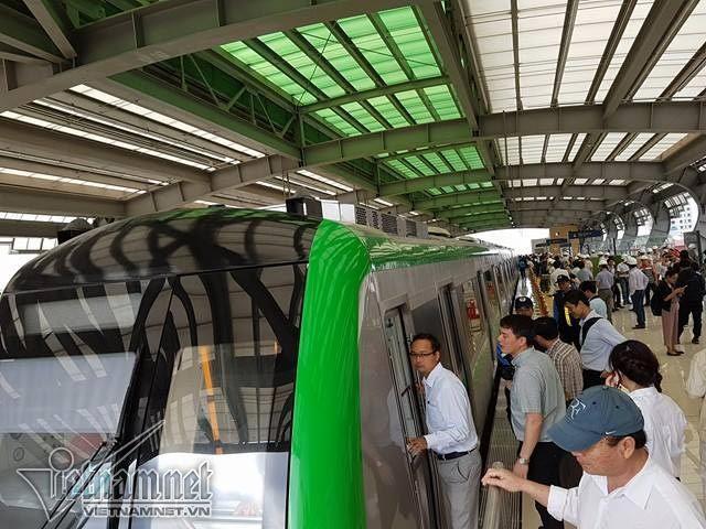Mở cửa tham quan nhà ga đường sắt trên cao Cát Linh-Hà Đông