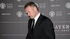 """Hy sinh tuổi trẻ, Rooney bị """"đá"""" khỏi MU không thương tiếc"""