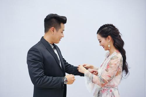 Nguyên Khang mặc trang phục 4.000 USD dẫn chung kết The Voice