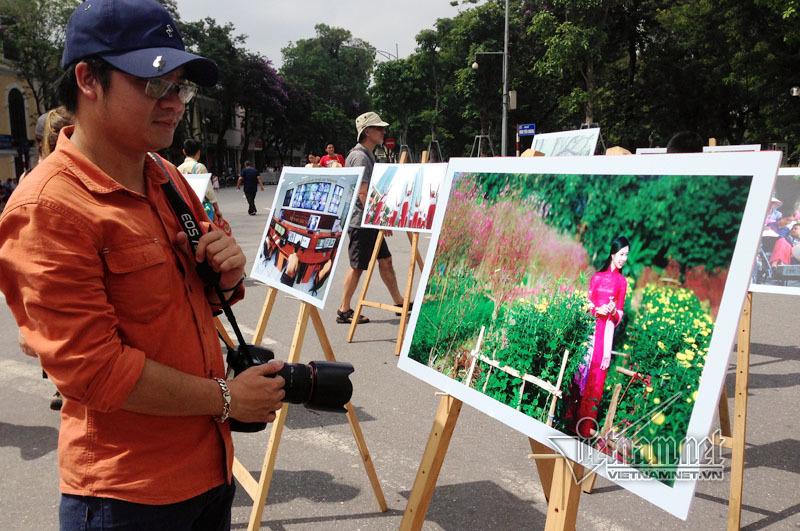 Cuộc thi ảnh về Hà Nội, Người Hà Nội ứng xử văn minh, thanh lịch.