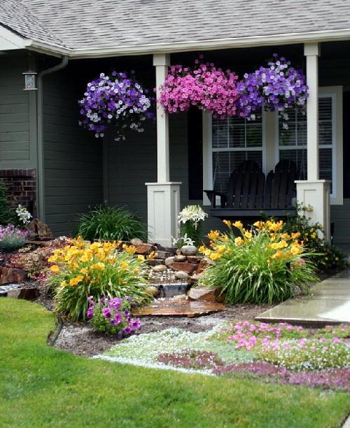 Sân vườn nhỏ vẫn có thể xinh lung linh như thế này