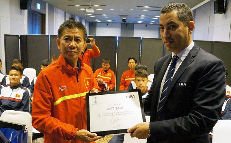 U20 Việt Nam được FIFA dạy cách... né thẻ