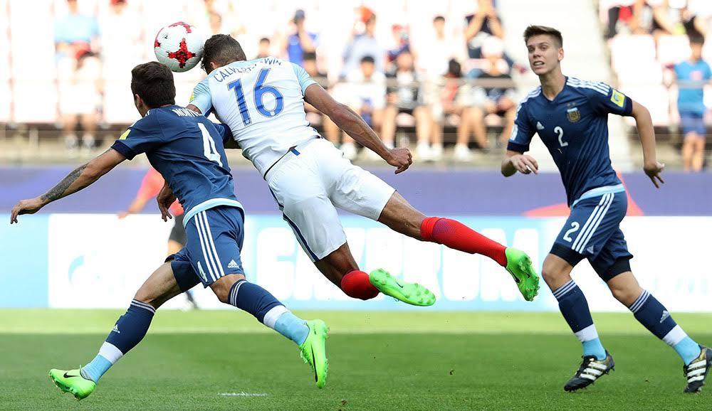U20 Anh bùng nổ, U20 Argentina nổi điên đánh người