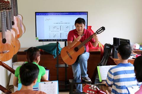 Video dạy guitar