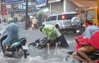 Chạy xe tự ngã trong cơn mưa ở Sài Gòn, thanh niên tử vong