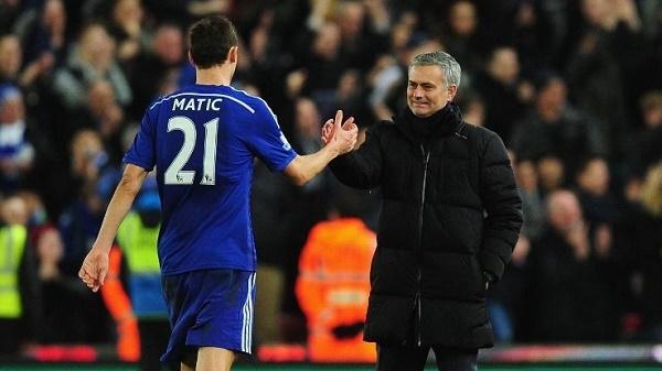 Mourinho ra ngõ toàn 'kẻ thù', MU rơi cảnh tẽn tò