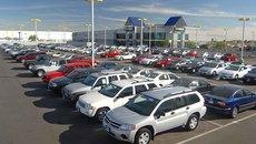 Ô tô giảm giá liên tục, người dân vẫn chán mua xe