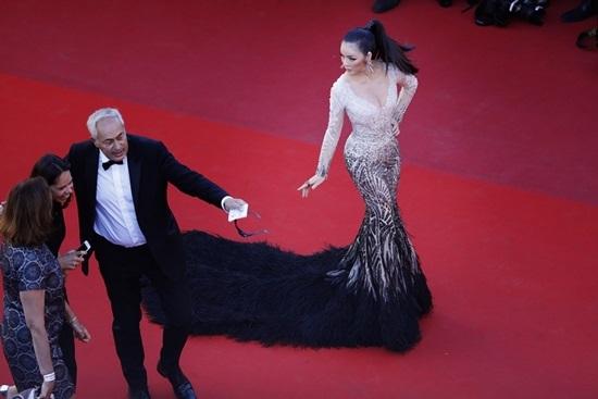 Lý Nhã Kỳ khoe vẻ sexy hoang dại ở Cannes
