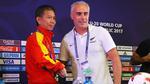 """HLV U20 New Zealand rủ ông Tuấn """"con"""" đấm bốc"""