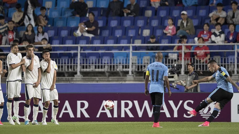 Đá phạt siêu dị, U20 Uruguay hạ đẹp U20 Italia