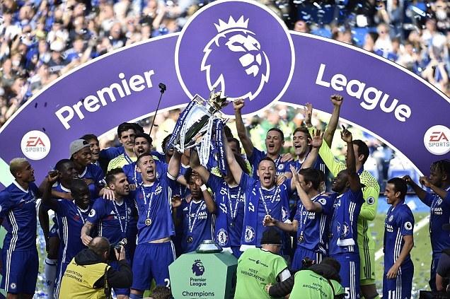 """Chelsea rửa cúp Premier League bằng chiến thắng """"5 sao"""""""