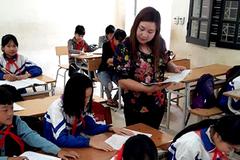 Cô giáo trẻ vận động học sinh... không kết hôn