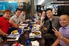 Vợ chồng Tuấn Hưng mặc đồ đôi, tình tứ ở Hàn Quốc