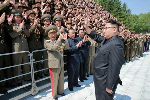 Quá tự hào về tên lửa mới thử, Kim Jong Un lệnh 'hành động'