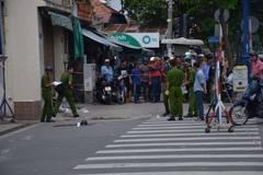 Hai người dùng hung khí 'xử' nhau, náo loạn đường phố Sài Gòn
