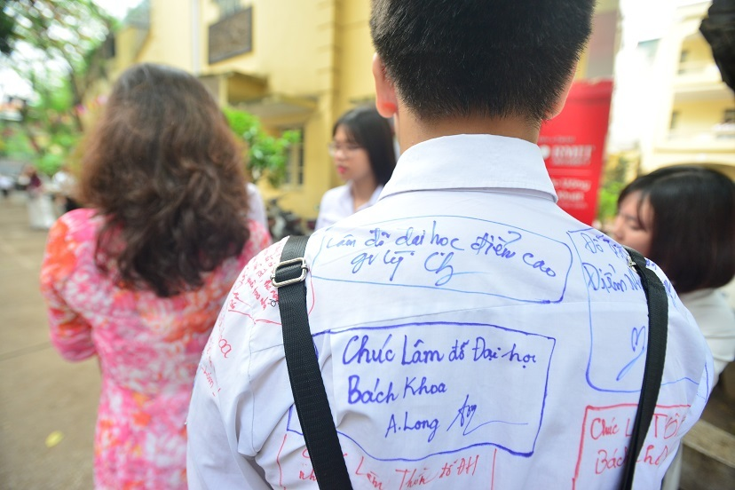 Nữ sinh trường Việt Đức xinh tươi ngày bế giảng