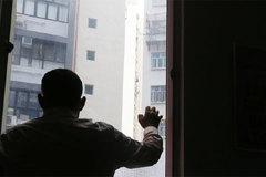 Vén màn cuộc sống của những người chồng nô lệ ở Hong Kong