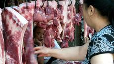 Mỗi giáo viên phải mua một tháng 10 kg thịt lợn