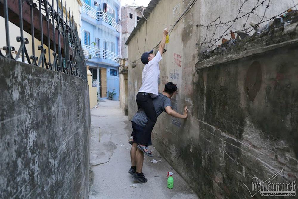 Cựu binh Mỹ cặm cụi làm sạch ngõ, phố Hà Nội