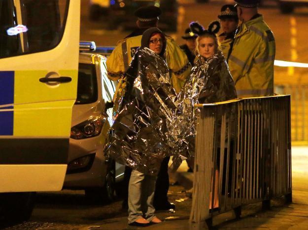 Showbiz chấn động trước vụ nổ bom trong show diễn khiến 19 người chết