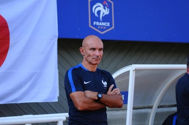 """HLV U20 Pháp nói gì sau khi """"phục kích"""" xem U20 Việt Nam?"""