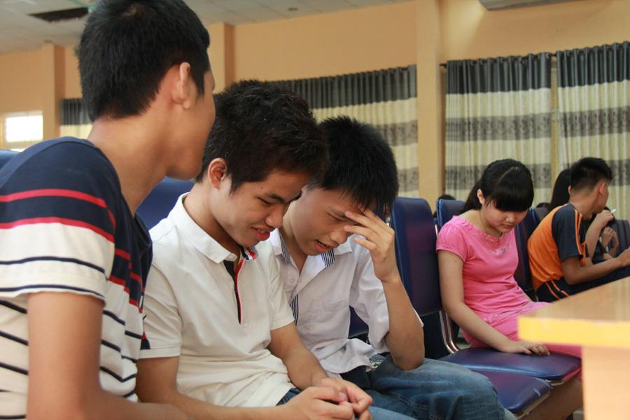 Phì cười trong giờ học chống xâm hại tình dục