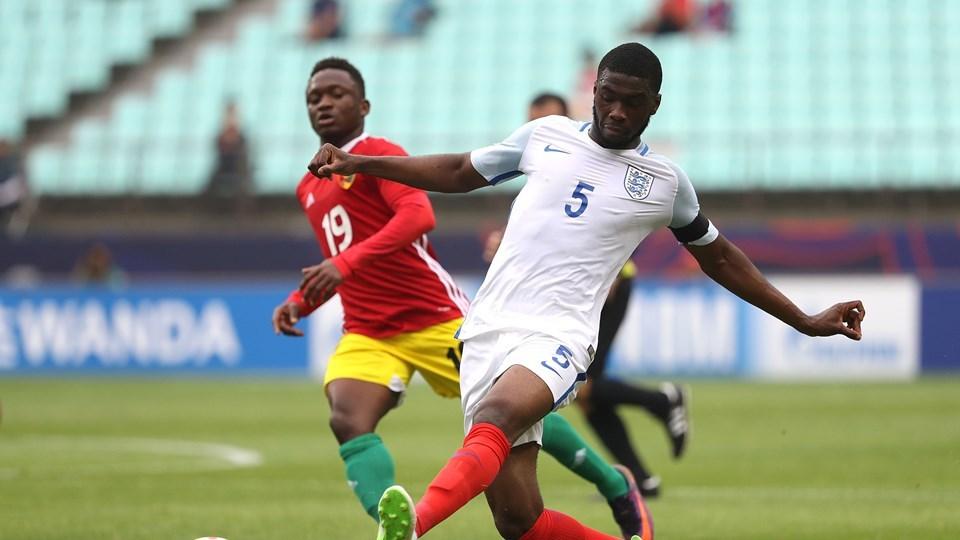 Hậu vệ U20 Anh phản lưới nhà như bán độ
