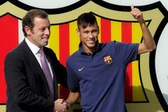 Cựu Chủ tịch Barca và vợ bị bắt khẩn, Giggs sắp thay David Moyes