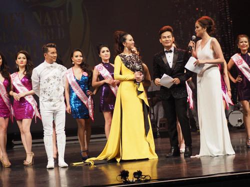 Xuân Hương đăng quang Hoa hậu Doanh Nhân VNTG 2017