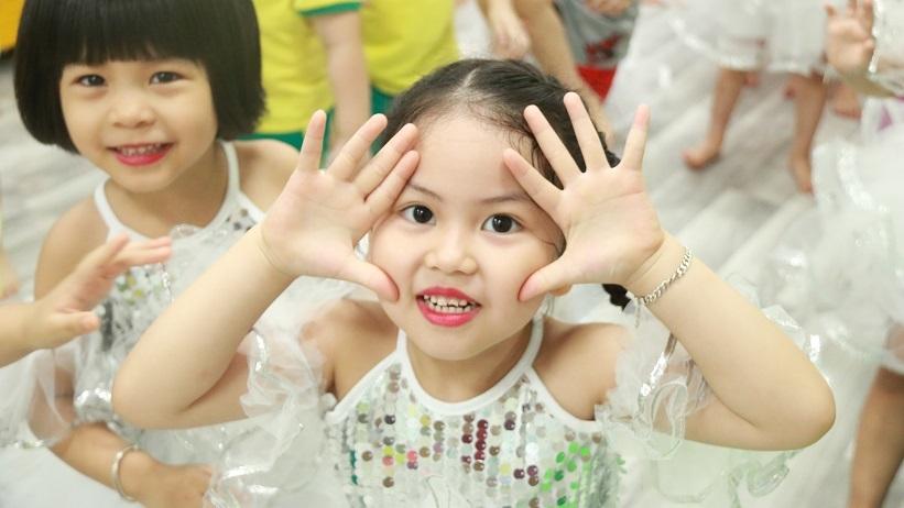 Vũ điệu sôi động đáng yêu của các bé mầm non