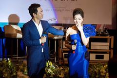 MC Phan Anh vỗ về khi Hà Phạm rơi nước mắt