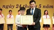 Cậu bé tặng hoa cho nhà vua Nhật Bản trở thành học sinh tiêu biểu Thủ đô