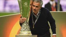 Mourinho đi vào lịch sử, Chelsea hủy diễu hành chức vô địch