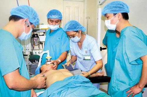 Phẫu thuật nâng ngực có thể gặp những tai biến gì?
