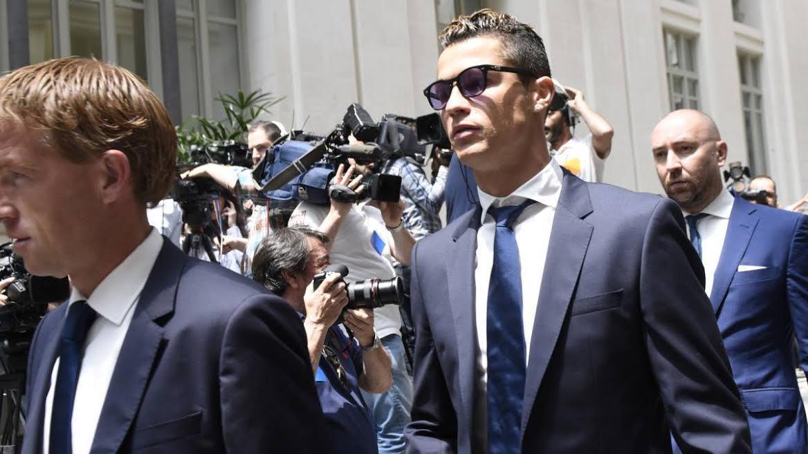 Ronaldo trốn thuế, Messi lĩnh án 21 tháng tù