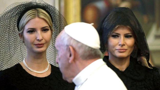 Vì sao Melania Trump mặc đen tuyền từ đầu tới chân ở Vatican