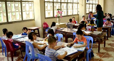 Mùa hè và nỗi 'điên đầu' của bố mẹ Việt