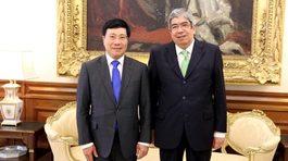 Phó Thủ tướng Phạm Bình Minh hội kiến Chủ tịch Quốc hội Bồ Đào Nha