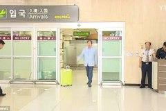 Chính khách Hàn 'gây bão' vì thảy vali cho phụ tá
