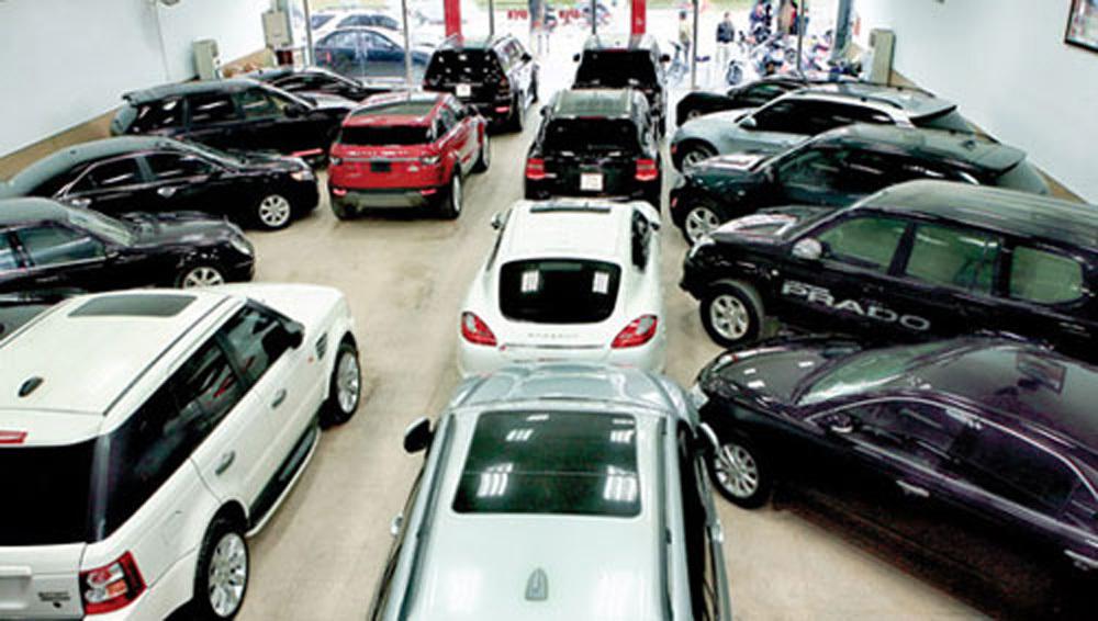 Mua ô tô ra khỏi showroom mất trăm triệu, khách phát hoảng - Ảnh 2.