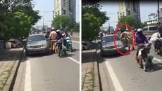 CSGT bất ngờ khống chế lái xe giữa phố Hà Nội