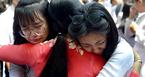 Học sinh trường Gia Định khóc như mưa ngày bế giảng
